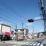 音羽鮨 - 五日市のメインストリート・檜原街道に面しています