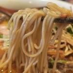 えにし - 麺はほとんど縮れのない中細麺