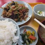 中福楼 - B定:豚肉と木耳炒 800円