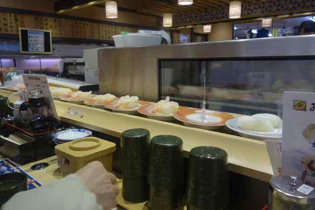 お魚天国 - プッリプッリプーな食感が想像される生海老などが流れていました。