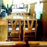 こんぴらうどん藤吉 - 店内:テーブル席