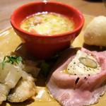 48774761 - 前菜の盛り合わせ(低温ローストポーク ツナクリームソース添え、鯖のエスカベッシュほか)