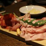 SALVATORE CUOMO & BAR 札幌 - 4種のハムの豪快盛り合わせ ¥1480