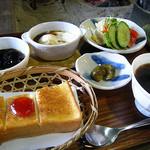 茶房山のうさぎ - モーニング¥400(税込)(2010/11現在)