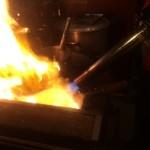 札幌 炎神 - 【2016年02月】スープの入った鍋を火炎放射器みたいなバーナーで炙ってるうちに火が出てきます。