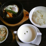 清香園 - 煮込みハンバーグランチ
