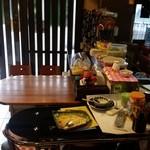 お食事処花茶碗 - 入口付近はカウンター席です
