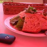 アマルフィイ デラセーラ - 2010/08 ランチセットメニュー「ソレント 1,890円(税込み)」のサラダとパン