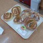手作り パン工場 ロアール - 仁徳御陵にちなんだパンが売られています