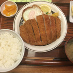 つるかめ食堂 - ロースカツ定食 900円(+目玉焼き150円)