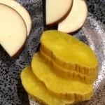 秋田や - 燻製チーズといぶりがっこ