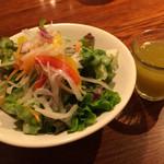 山本のハンバーグ - サラダと野菜ジュースつき2016.3撮影