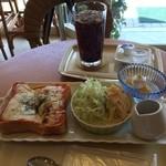 ベル・フィオーレカフェ - 料理写真:ピザトーストセットを食した。 税込860円。