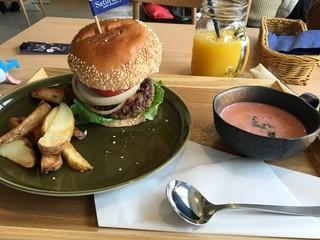 Saturday . AND READY - 昼のハンバーガー