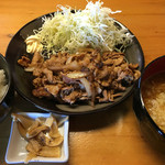 華みち - 豚焼肉定食 850円。