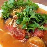パクチー・バー ゴールデン・バーニング - 茄子とトマトの辛いフォー
