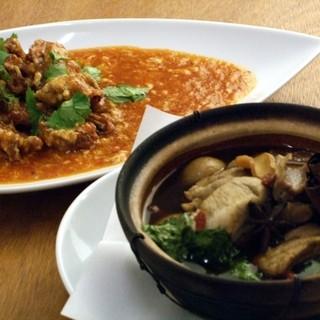 ファイブスター・カフェ - 料理写真:シンガポールといえばチリ・クラブとバクテー(肉骨茶)