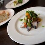イル・ソリッソ - 玄界灘産鯖のマリネ バルサミコソース サラダ仕立て