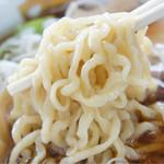 龍横健 - そば(小盛)の麺