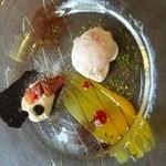 イル・ピノーロ - デザートは桜のアイスとガトーショコラ