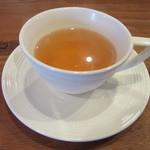 48804097 - 一杯目に出されたラ・フランス風味のフレーバーティー