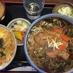稲妻 - 料理写真:もつ煮蕎麦の韃靼バージョンとミニ玉丼