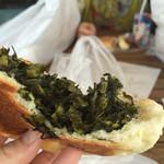 パン パティ こむぎのおはなし - 野沢菜おやき。中の野沢菜が具沢山で味付け旨旨です!
