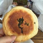 パン パティ こむぎのおはなし - 野沢菜おやき 税込146円。
