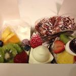 48811566 - 色とりどりのケーキたち