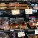 渡辺製菓 - パンも美味しそうです【内観】