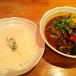 スープカリー ヒリヒリオオドオリ - 骨チキチキンとたっぷり野菜のカレー