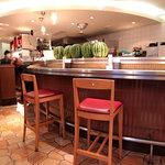 神戸山の手グリル - サラダバー用のスイカが並ぶカウンター。