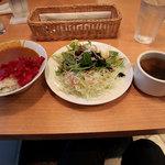 神戸山の手グリル - ハンバーグが届く前にお腹いっぱいになりそうなバイキングメニューたち。コレ、全部食べ放題。