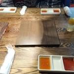 炭火焼肉 金剛園 - タレは二種類