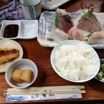 石松 - 石松定食(刺身五点盛り)1,300円(外税)
