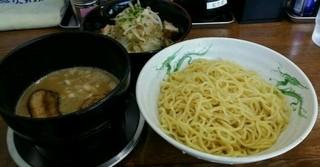 らーめん 次男坊 - 野菜付き黒つけ麺