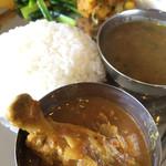 コーリーコーリー - 料理写真:ダルバート(チキンカレー)