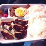 手作り餃子の店 しょうちゃん - 野菜餃子弁当 ¥330