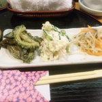 綾鷹  - 大皿料理(左からゴーヤとなすの味噌煮込み、ポテトサラダ、なます)
