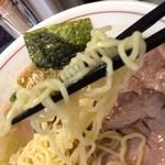 48830673 - 麺は縮細麺です。