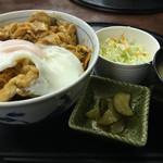 おおしも食堂 - 豚キムチ丼700味噌汁付き 豚たっぷりと