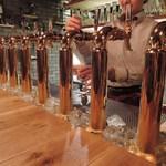 クラフトビール アンド ワイン ウー! - 壮観なビールサーバー