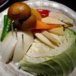 熟成焼肉 八億円 - 焼き野菜盛合せ 680円
