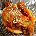 熟成焼肉 八億円 - 白菜キムチ 400円