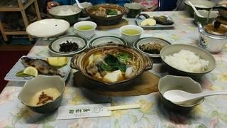 青苔荘 - 夕食  小鍋や岩魚の塩焼きなどなかなかの豪華版