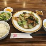 安暖亭 - 再訪問。豚肉と木くらねと玉子の炒め(880円)
