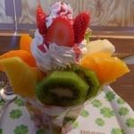 雪みるく - 旬のフルーツパフェ!?