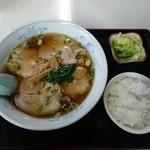 中華飯店三陽 - チャーシューメン+半ライス=850円
