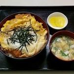 お食事処 膳楽 - かつ丼(720円)