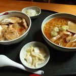 さばいしドライブイン - 生姜焼き丼とラーメンセット 1000円